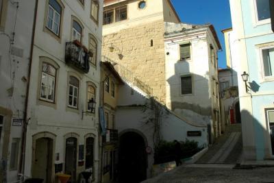 Porta e Torre de Almedina